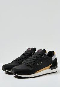 Pepe Jeans - TINKER PRO RACER 0.4 - Šněrovací boty - Nero - 2