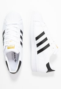 adidas Originals - SUPERSTAR  - Sneaker low - footwear white/core black/gold metallic - 3