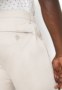 TOM TAILOR - STRUCTURE  - Kalhoty - sandy dust beige - 3