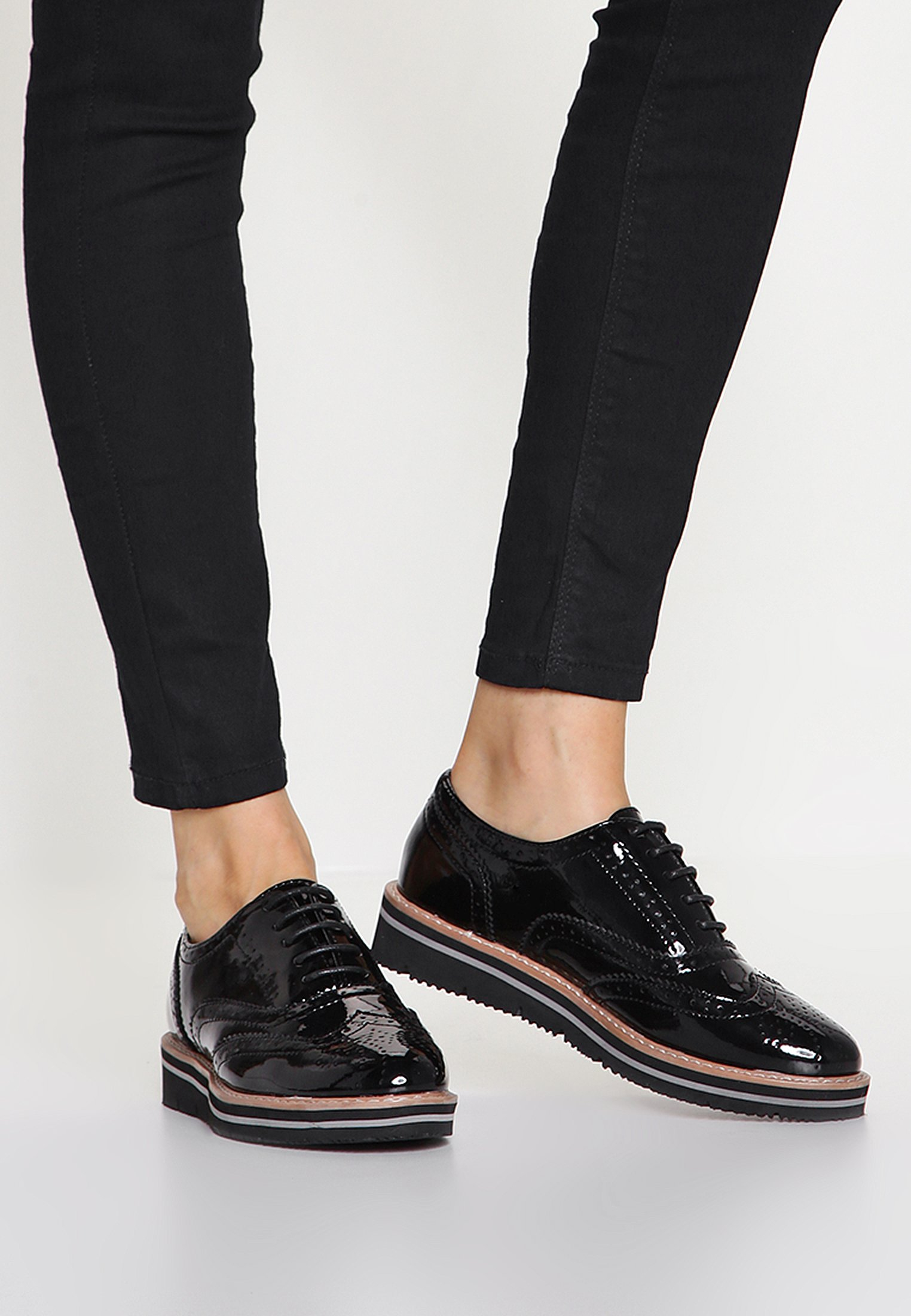 Schnürschuhe für Damen | Weiblichkeit mit androgynen Schuhen
