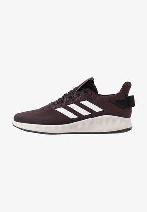 SENSEBOUNCE STREET - Zapatillas de running neutras - core black/footwear white/signal coral