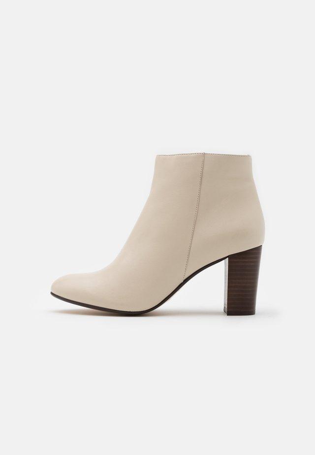 AULINAKA - Kotníkové boty - ivoire