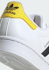 adidas Originals - ADIDAS ORIGINALS ADIDAS X LEGO - SUPERSTAR - Baskets basses - white - 8