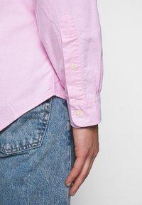 Polo Ralph Lauren - OXFORD CUSTOM FIT - Vapaa-ajan kauluspaita - new rose - 6