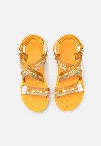 Tommy Jeans - STRAPPY - Sandály na platformě - florida orange - 5