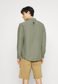 Wrangler - ALL TERRAIN GEAR - Camisa - dusty olive - 2