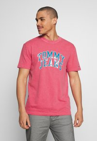 Tommy Jeans - NOVEL VARSITY LOGO TEE - Print T-shirt - light cerise pink - 0