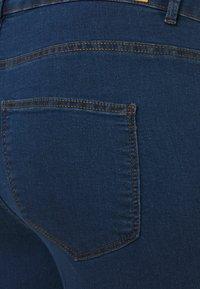 Vero Moda Curve - VMJUDY SLIM CURVE - Slim fit jeans - medium blue denim - 4