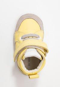 Robeez - MIGOLO - First shoes - jaune - 1