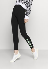 DKNY - GRAPHIC SCRIPT LOGO HIGH WAIST LEGGING POCKETS - Leggings - black - 0