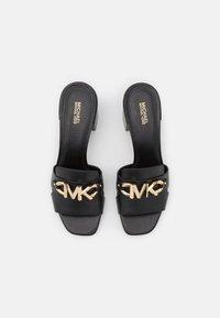 MICHAEL Michael Kors - IZZY MULE - Pantofle na podpatku - black - 4