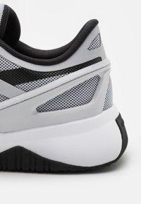 Reebok - CIRCUIT TR - Træningssko - cloud grey/core black/footwear white - 5