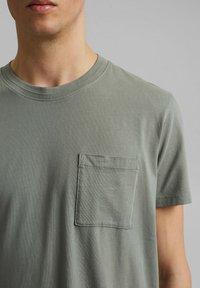 Esprit - Basic T-shirt - light khaki - 6
