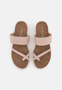 Madden Girl - CASE - Sandály s odděleným palcem - nude - 5