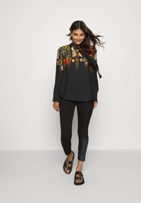 Desigual - BLUS LAUREN DESIGNED BY MR CHRISTIAN LACROIX - Bluzka - black - 1