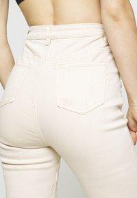 Missguided - SINNER HIGH WAISTED MINIMAL DISTRESS - Skinny džíny - ecru - 3