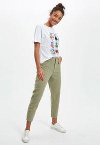 DeFacto - Pantaloni - khaki - 1
