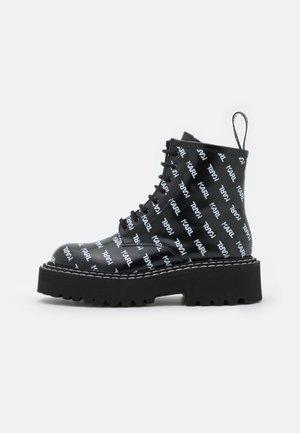 PATROL II REPEAT LOGO LACE - Platform ankle boots - black/white