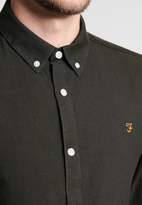 Farah - BREWER SLIM FIT - Skjorter - evergreen - 3
