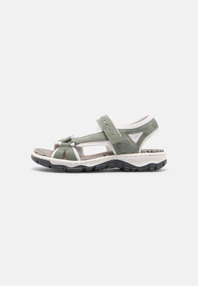 Chodecké sandály - grün
