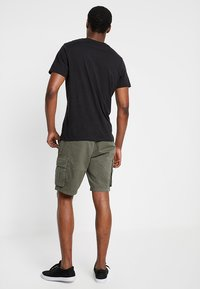 Pier One - Shorts - oliv - 2