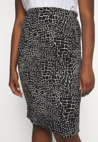 CAPSULE by Simply Be - MONO PRINT MIDI SKIRT - Pencil skirt - black/ivory - 4