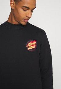 Santa Cruz - FLAMING JAPANESE DOT CREW UNISEX - Sweatshirt - black - 3