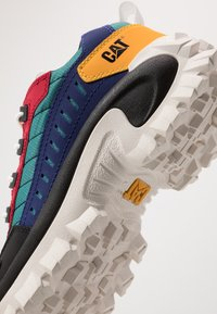 Cat Footwear - INTRUDER - Zapatillas - black/scarlet/north sea/blueprint/yellow - 5