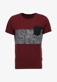 YOURTURN - Print T-shirt - bordeaux - 3