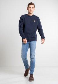 Timberland - BOOT LOGO CREW NECK - Sweatshirt - dark sapphire - 1