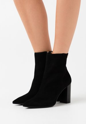 ESSENTIAL HIGH HEEL BOOT - Korte laarzen - black