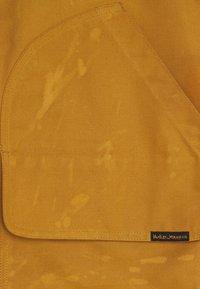Nudie Jeans - DOUGLAS - Smanicato - ochre - 2