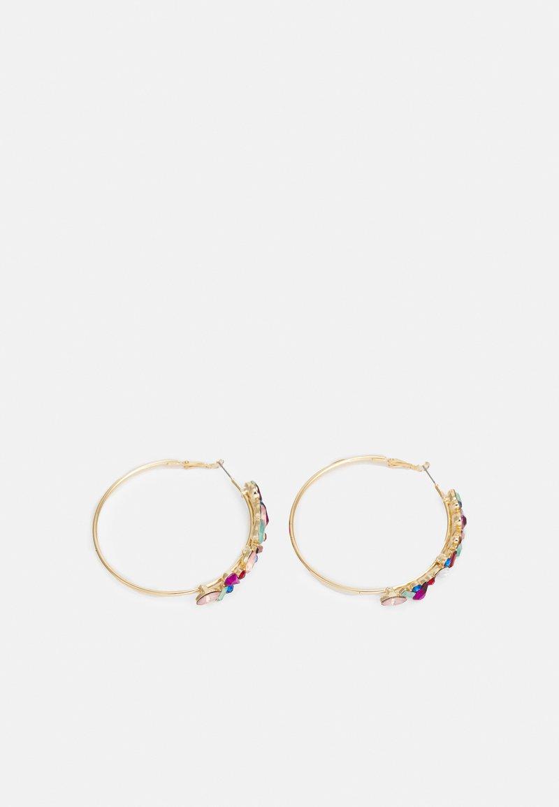 Pieces - PCFOKORY HOOP EARRINGS - Earrings - gold-coloured/multi