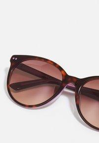 Calvin Klein - Sunglasses - tortoise/milky purple - 3