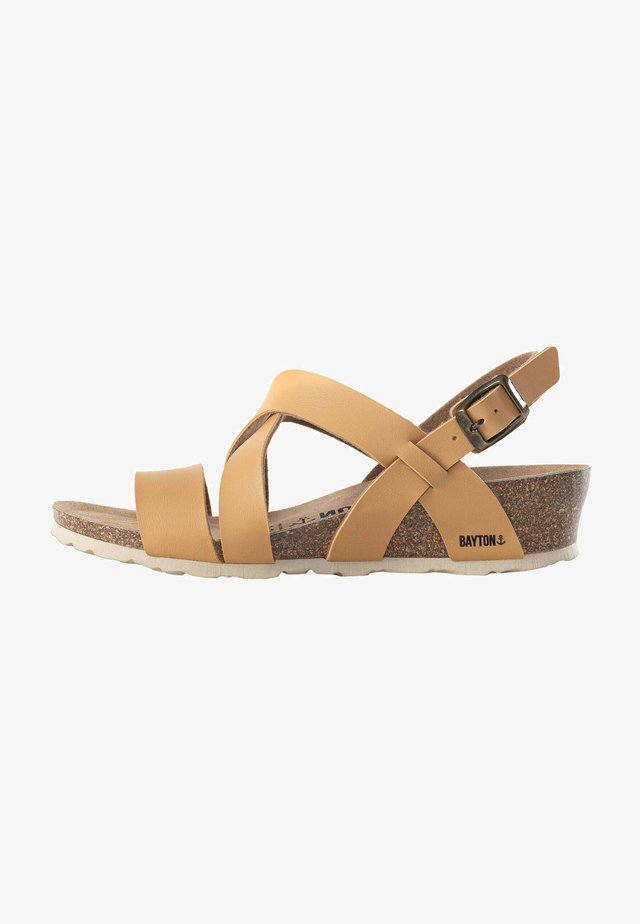 BERGA - Sandales compensées - camel