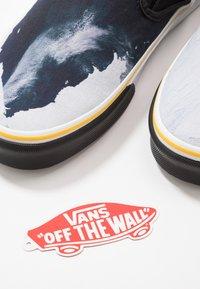 Vans - CLASSIC - Nazouvací boty - black/blue/yellow - 6