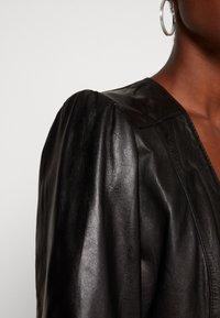 Ibana - DORA DRESS WITH  BELT - Pouzdrové šaty - black - 5