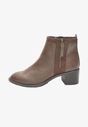 FOREVER COMFORT® CHUNKY - Korte laarzen - brown