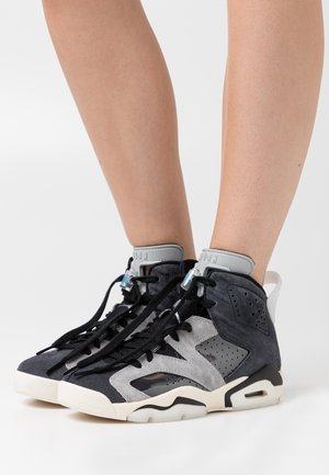 AIR RETRO - Sneakers alte - black/chrome/light smoke grey/sail