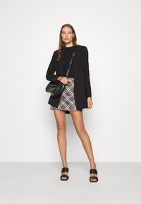 Abercrombie & Fitch - PLAID MINI SKIRT - Minisukně - grey - 1