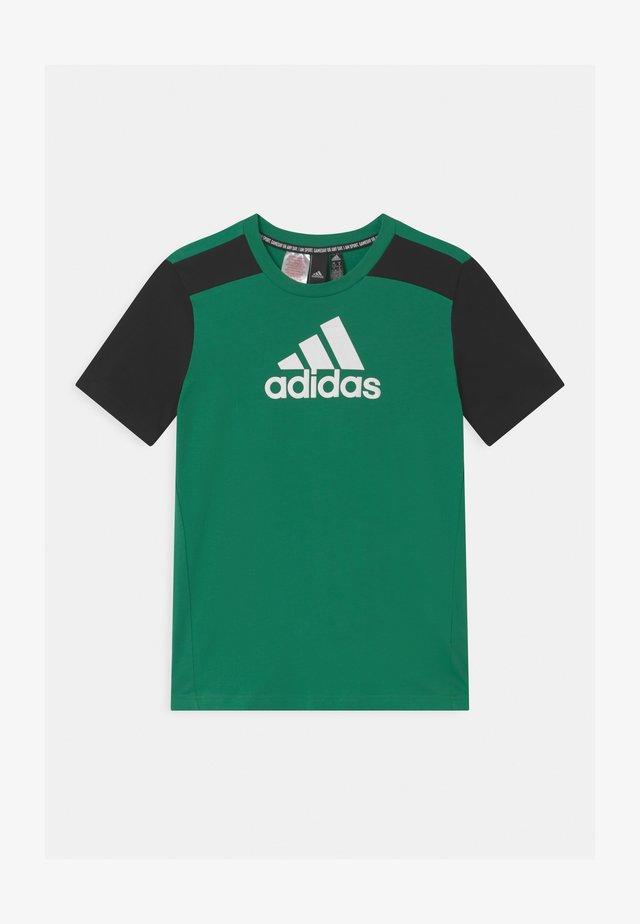 UNISEX - T-shirt print - core green/black/white