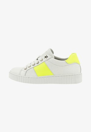 Trainers - yellow