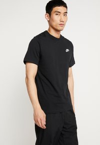 Nike Sportswear - CLUB TEE - T-shirts - black/white - 0