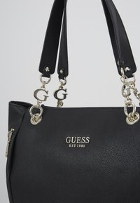 Guess - CHAIN TOTE - Tote bag - black - 2