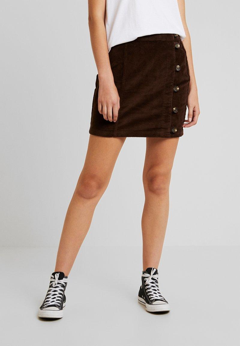 Pieces - PCCORDY SKIRT BUTTON - Mini skirt - coffee bean