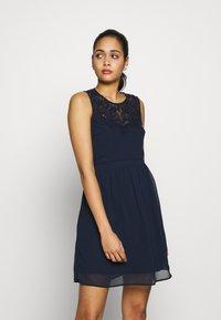 Vero Moda - VMYASMIN SHORT DRESS - Sukienka koktajlowa - navy blazer - 3