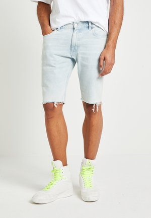 UNISEX LEWIS HAMILTON SLIM BLEACH WASH - Denim shorts - light-blue denim