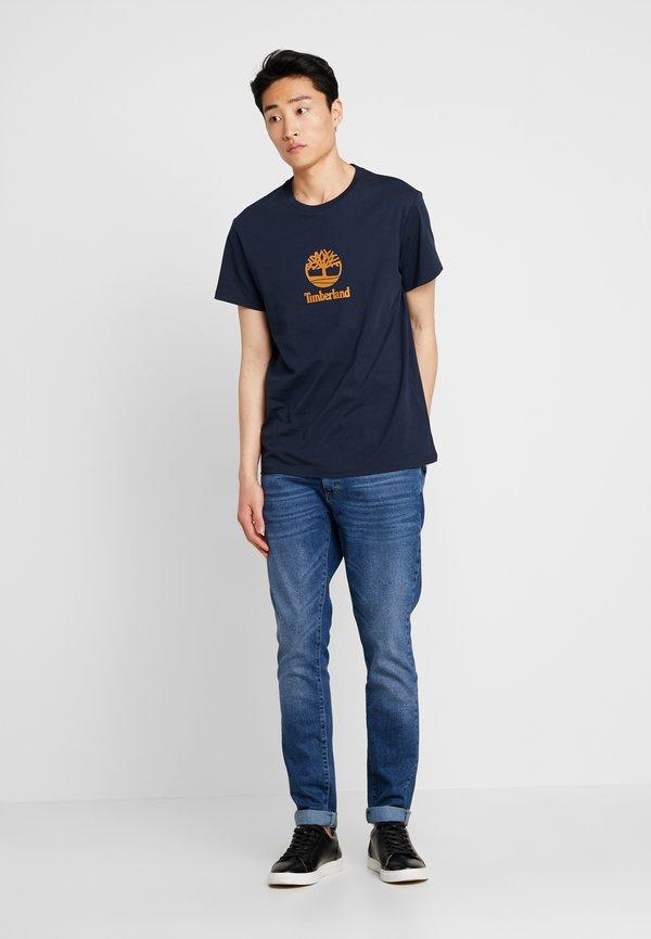 Timberland STACK LOGO TEE - T-shirt z nadrukiem - dark sapphire/granatowy Odzież Męska QIOQ