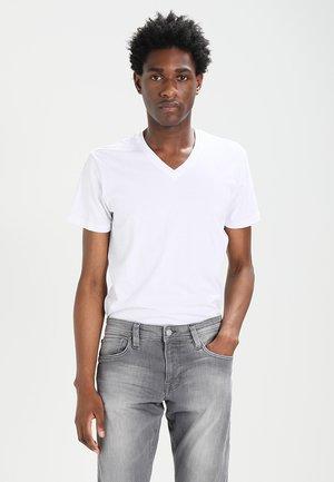 V-NECK - Jednoduché triko - white