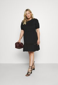 Vero Moda Curve - VMOILA ABOVE KNEE DRESS - Žerzejové šaty - black - 1